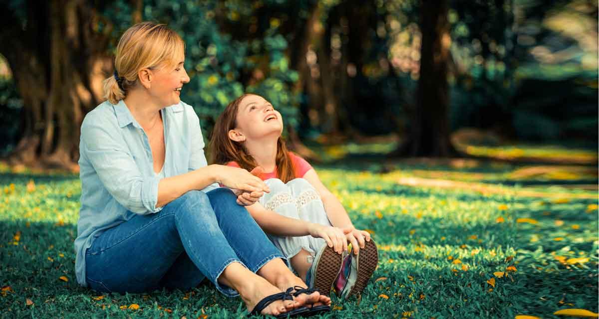 samen met dochter in de natuur
